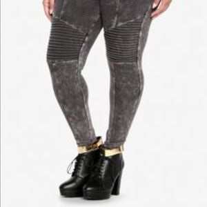 Torrid • Gray Moro Leggings